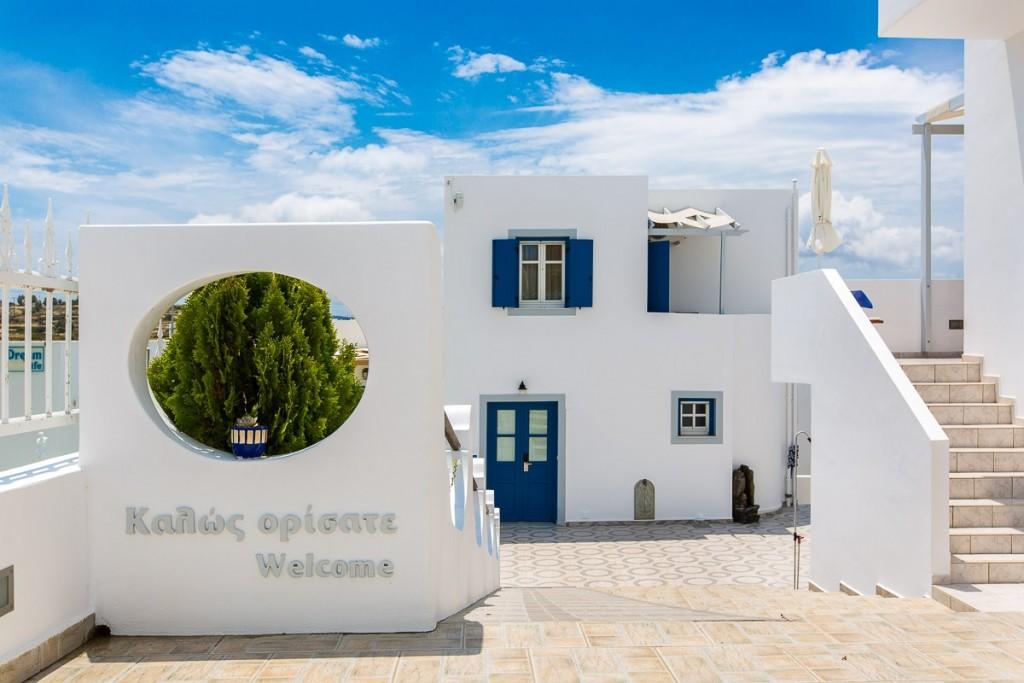 Vivere a Plakes Easter Milos Island