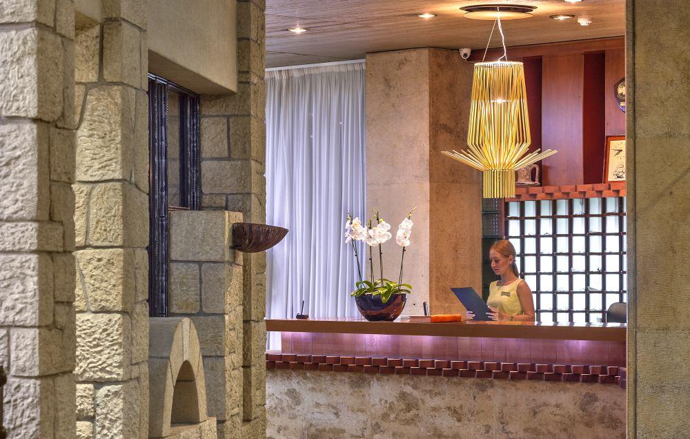 Akali Hotel Reception Desk