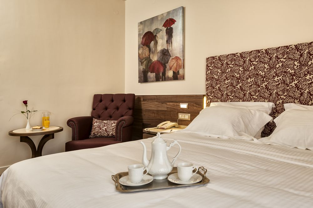 Akali Hotel Superior Double Bed