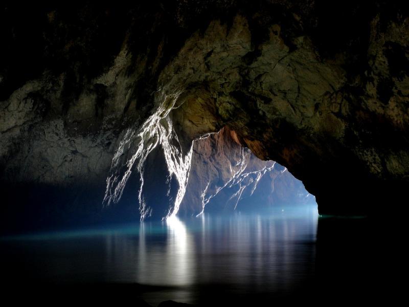 Drakakis Tours cave