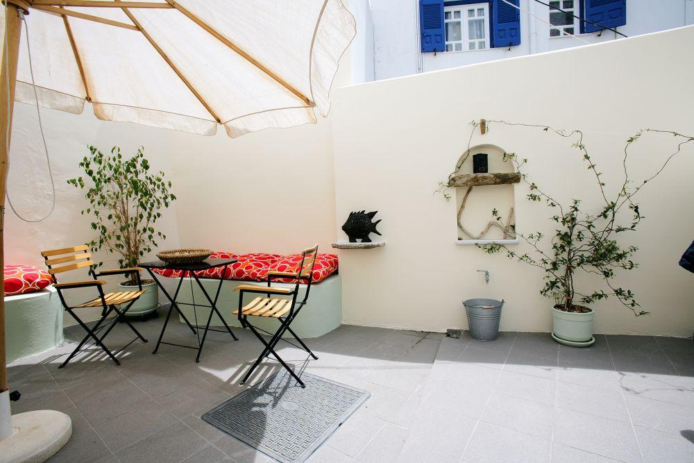 En Tino Studios garden