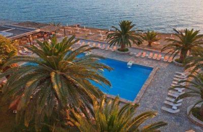 Long Beach Hotel | Photo source: Ekdromi.gr
